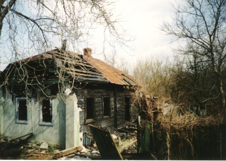 Abandoned_village_near_Chernobyl.jpg