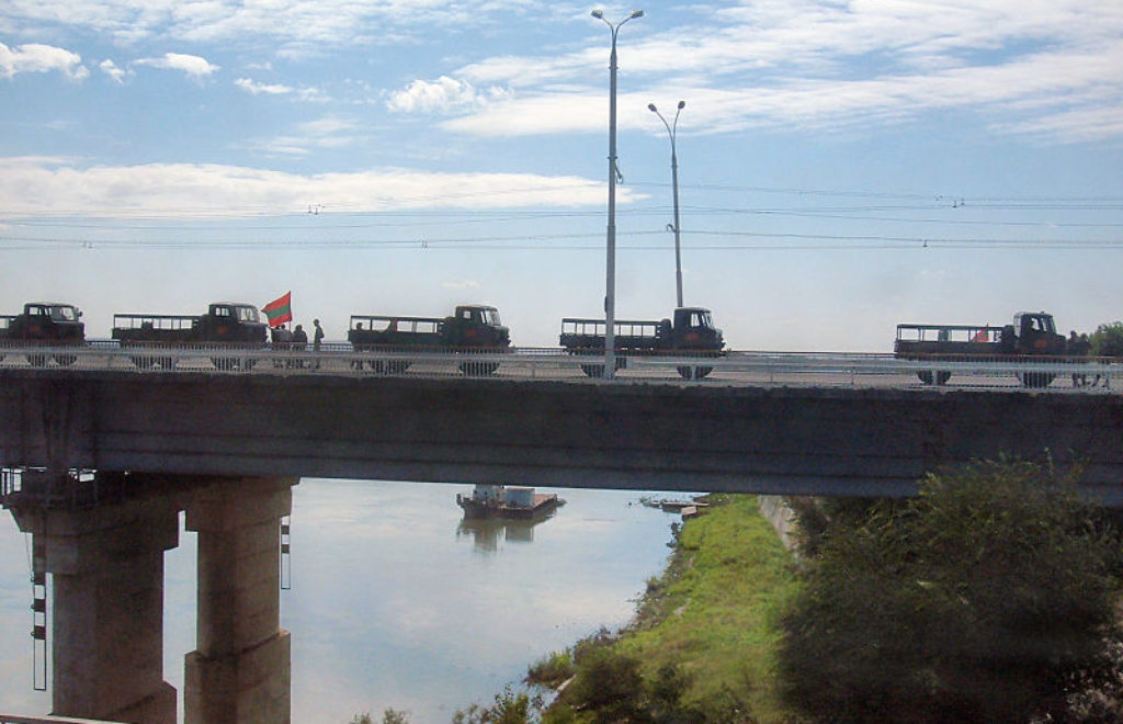800px-Tiraspol_bridge_infantry_vehicles.jpg