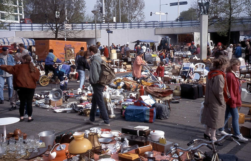 800px-Flea_Market,_Amsterdam_(6474737685).jpg