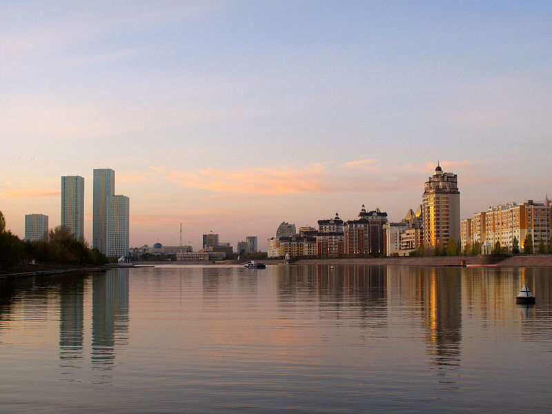 800px-Astana,_by_the_River_(4055603816).jpg
