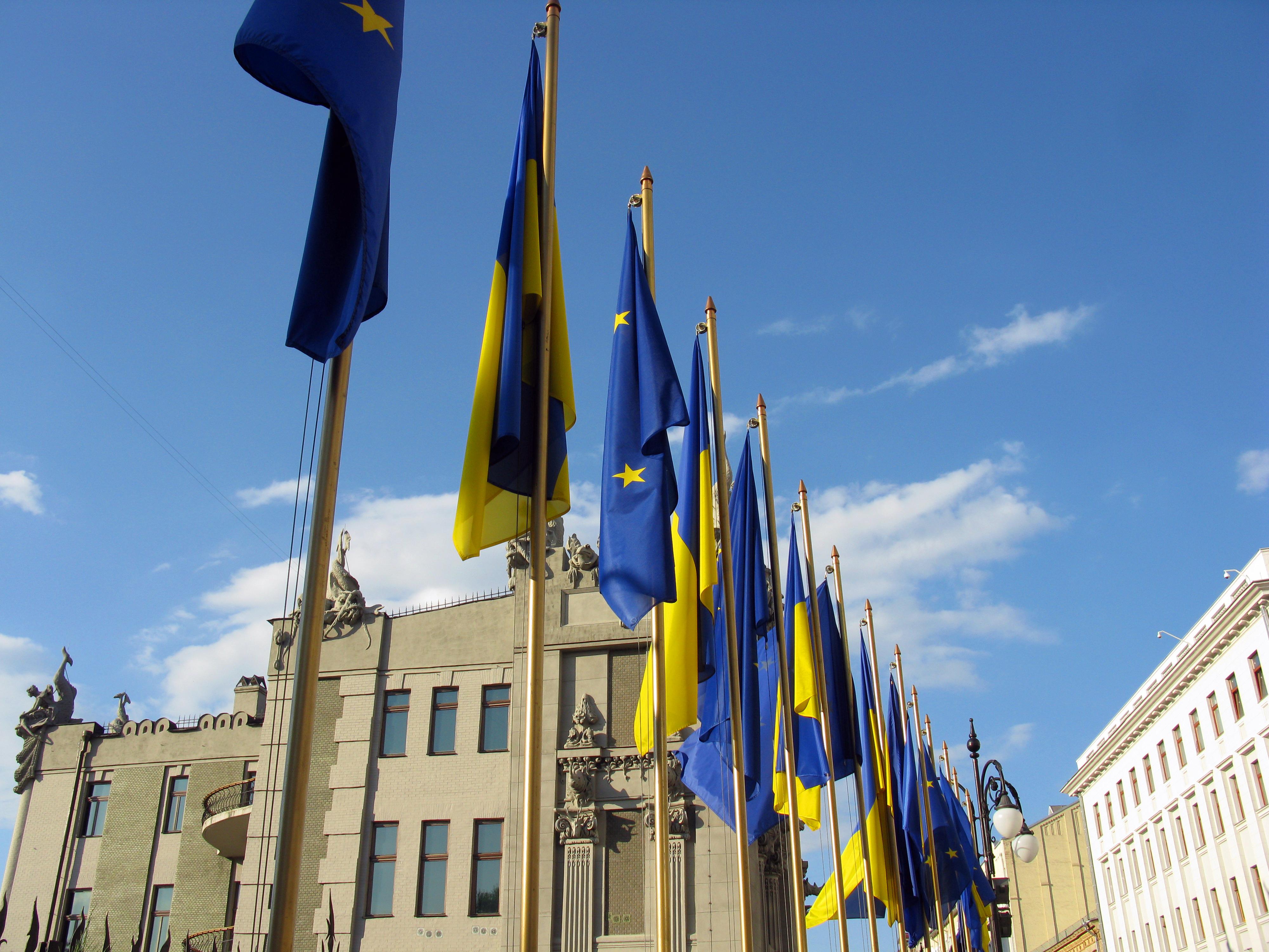Flags_of_EU_and_Ukraine.jpg