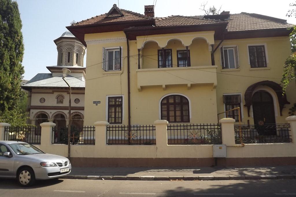 Mantuleasa 20- casa parohiala -b