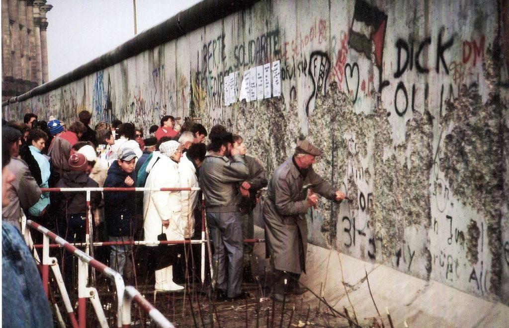 1280px-Mauer nahe Reichstag