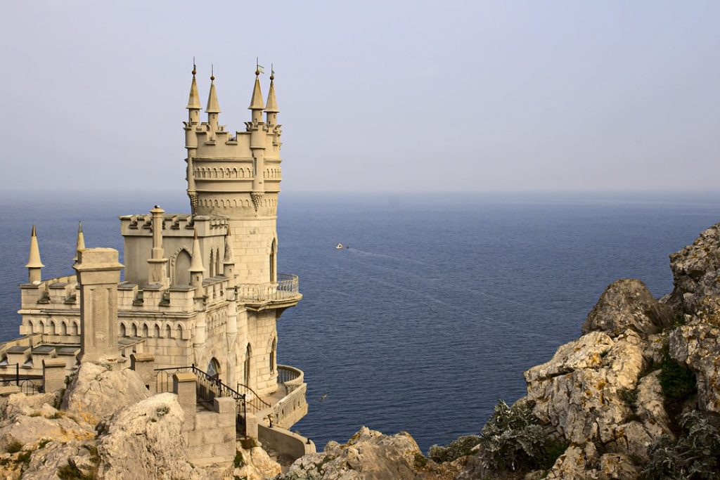 Black-Sea-Crimea-Swallows-Nest-Sea-Yalta-Palace-1279126