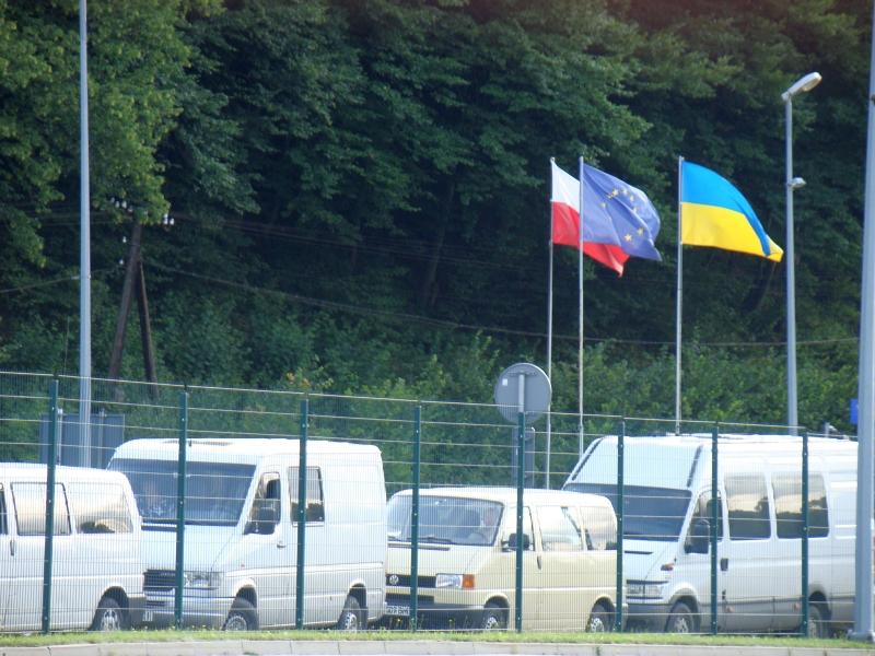How to cross the border with Ukraine