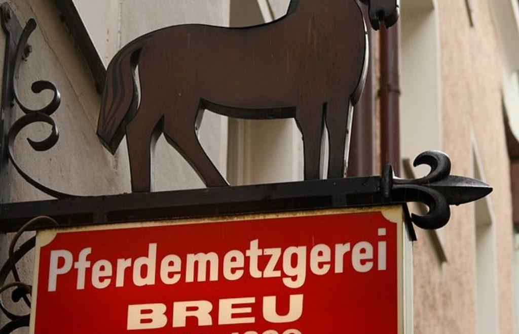 623px-2009_sign_Pferdemetzgerei_Breu_Passau.jpg