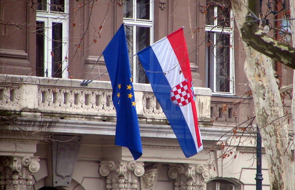800px-Croatia_EU_flags.jpg