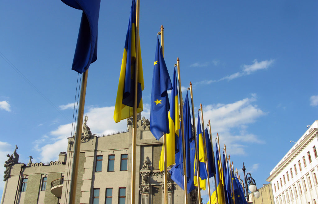 Flags_of_EU_and_Ukraine.jpg