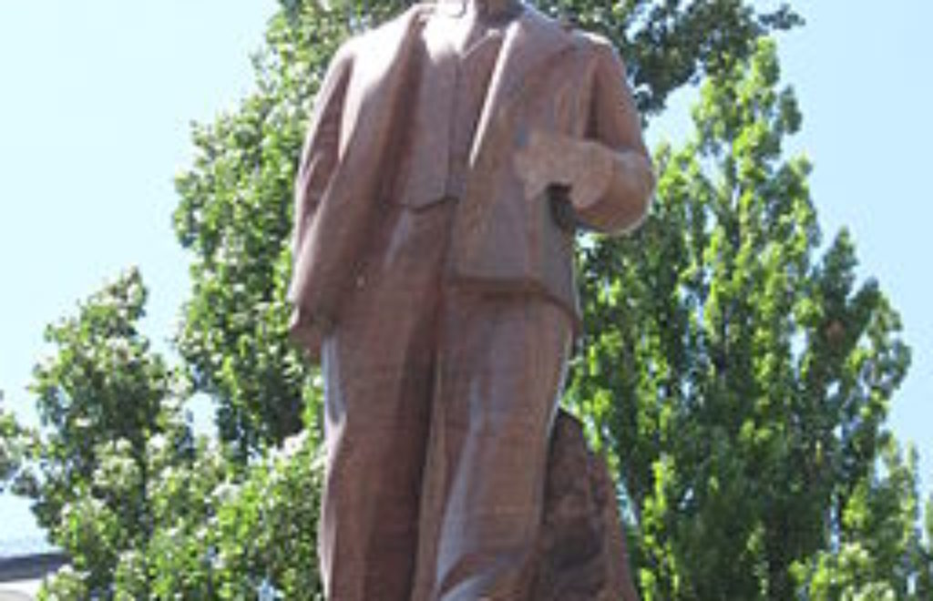 01.04.2014 Lenin kiev broken
