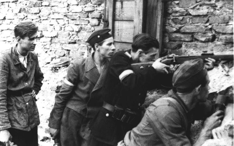 Warsaw Uprising - Four on a barricade